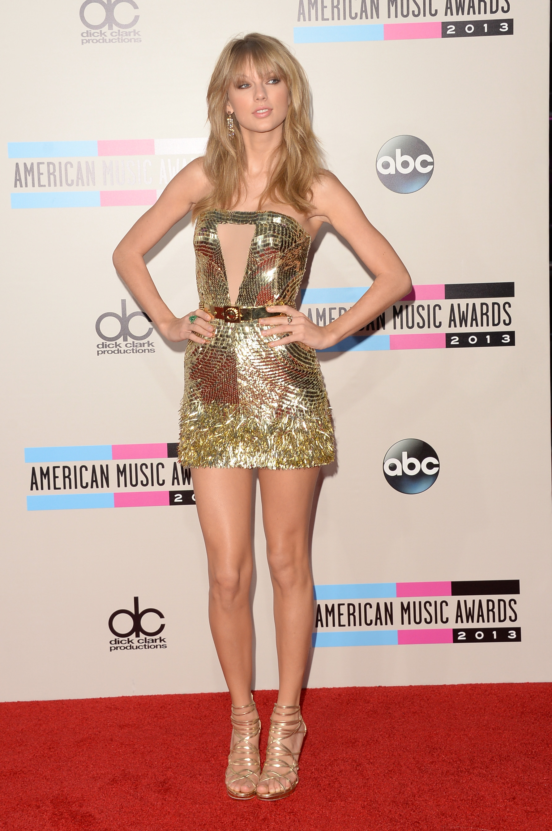 http://taylorpictures.net/albums/app/2013/americanmusicawards/006.jpg