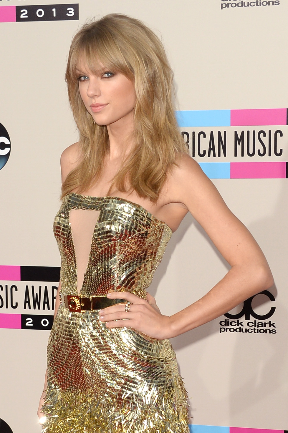 http://taylorpictures.net/albums/app/2013/americanmusicawards/007.jpg