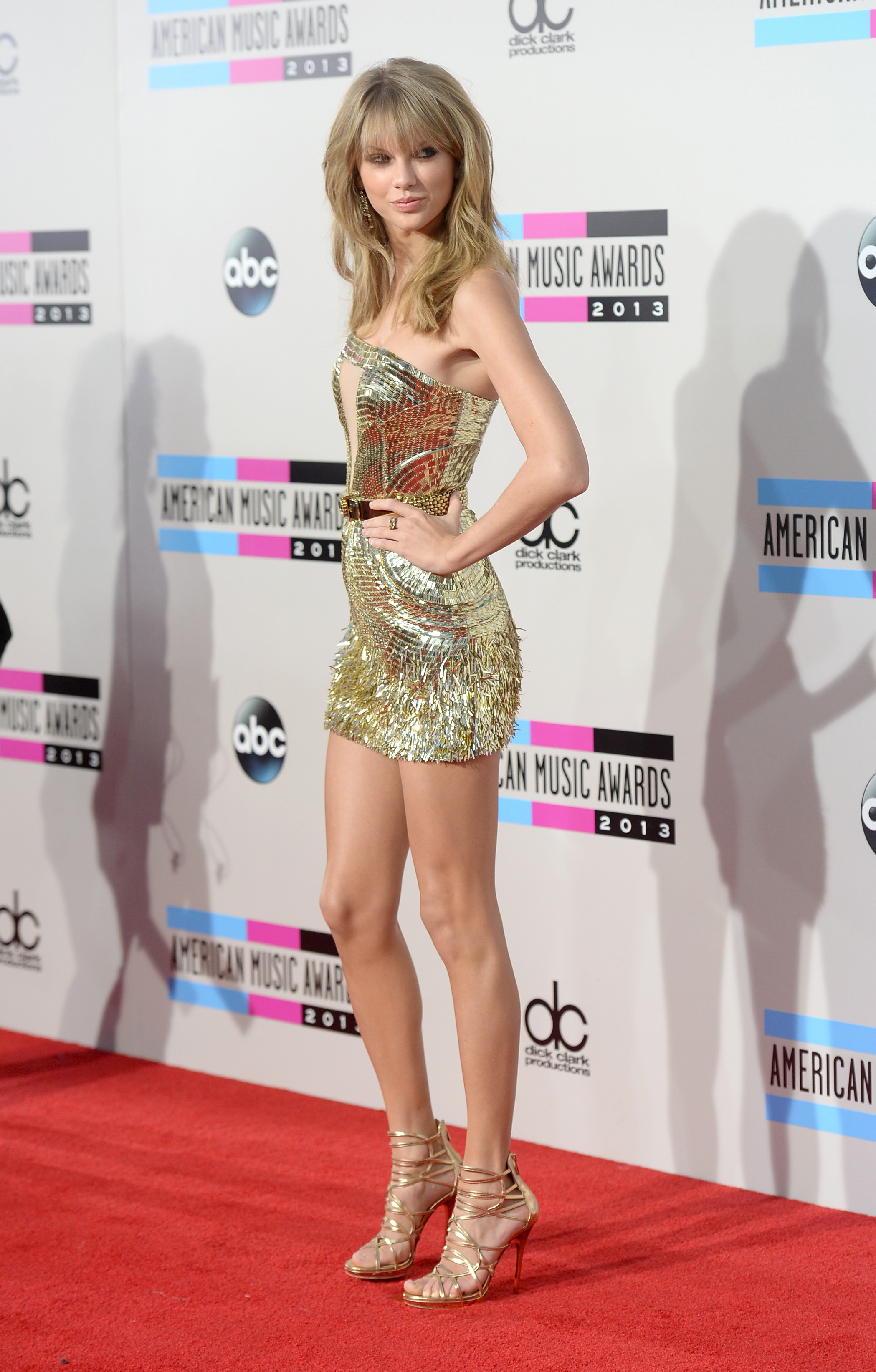 http://taylorpictures.net/albums/app/2013/americanmusicawards/010.jpg