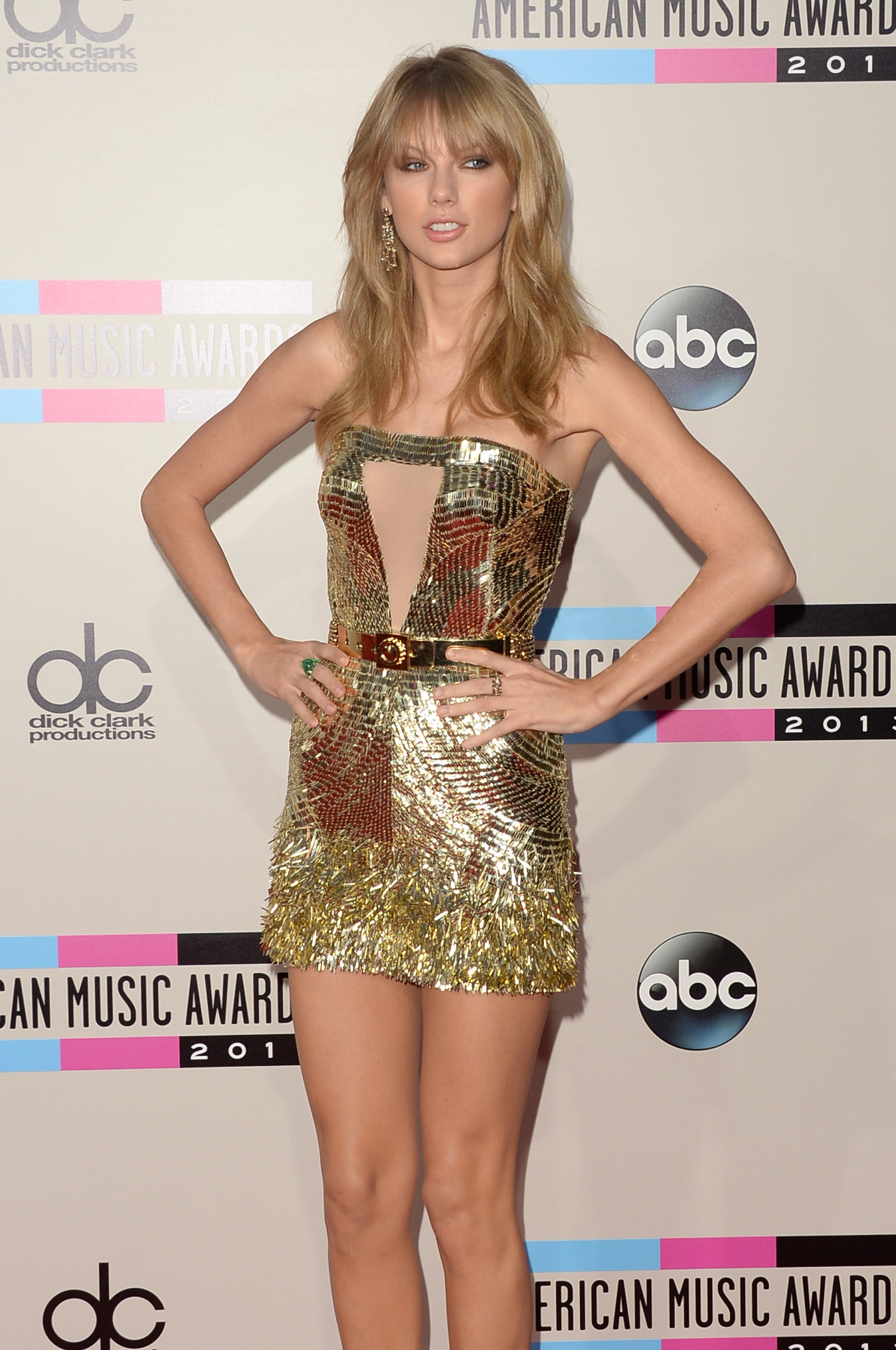 http://taylorpictures.net/albums/app/2013/americanmusicawards/023.jpg