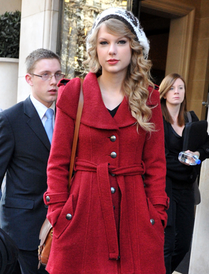 http://taylorpictures.net/albums/candids/2010/18-10%20At%20the%20Salle%20Wagram/normal_001.jpg