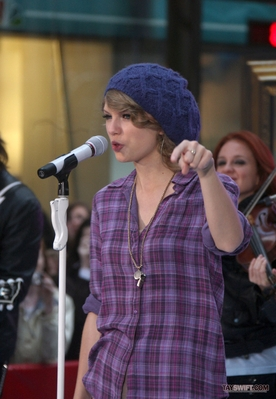 http://taylorpictures.net/albums/candids/2010/26-10%20Rehearsing%20for%20The%20Today%20Show/normal_003.jpg