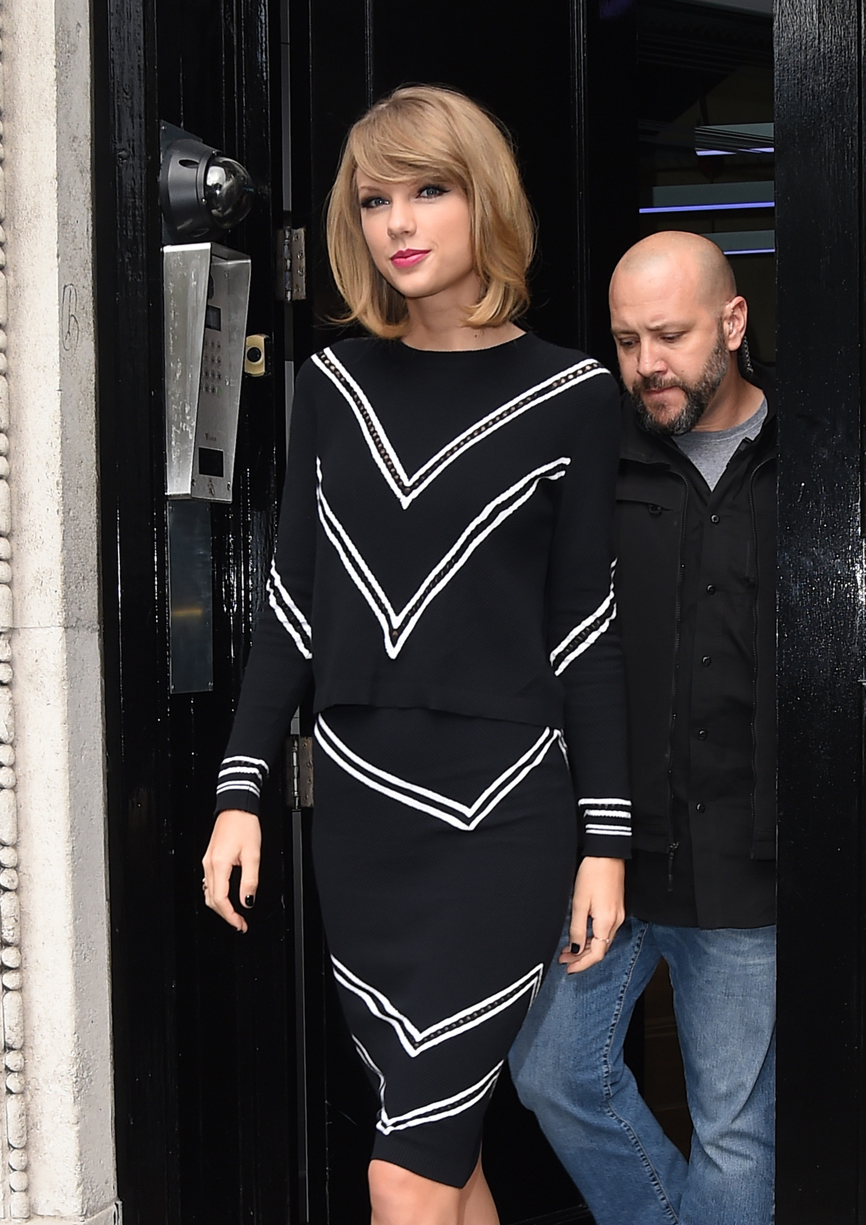 http://taylorpictures.net/albums/candids/2014/10-8leavingbbcradio2/013.jpg
