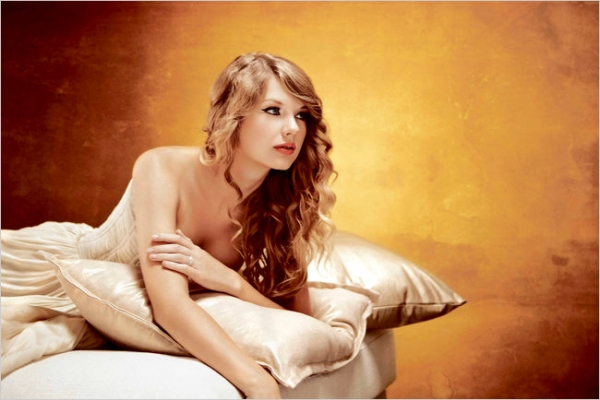 http://taylorpictures.net/albums/photoshoots/-%20PHOTOSHOOTS%20-/Speak%20Now%20Promo%20Shoot/normal_010.jpg