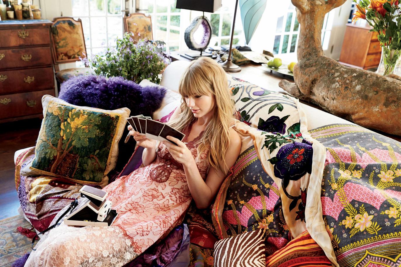 Taylor Swift Glamoyr Magazine Mart 2014
